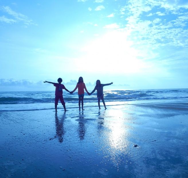beach_children_vacation_fun_people_family_on_beach_family_vacation_water-651016.jpg!d-2